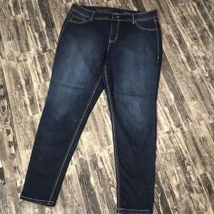 Dark wash Avenue denim 18/20 jeans